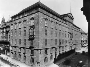 Telegrafbygningen 1923. Ikke hele kvartalet ble bygget nytt, hjørnet Nedre Slottsgt./ Tollbugt. (Tollbugt. 23) ble revet senere.