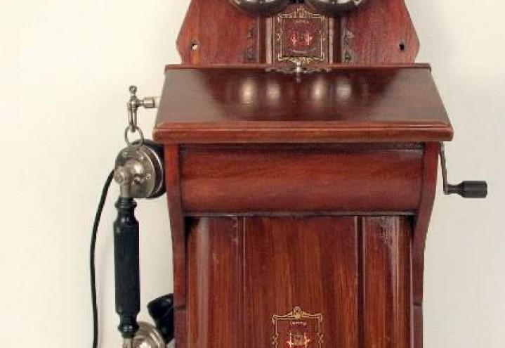 SAN-Når det piper i telefonen som en sjøsyk fiolin, er det noen som ringer til deg :-) Hallo  Hallo hvordan har du det ?