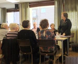 DRA-DSCF5271_forteller om hjemmebesøk_Telepensjonistene_Drammen_Årsmøte