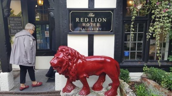 Lunsj på «Red Lion»