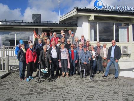 Deltakerne samlet foran hotellet på Myre