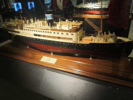 D/S Lofoten var sekretærens første arbeidsplass, som telegrafist i 1953.