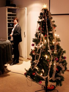 Kari ordnet julemusikken