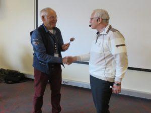 Nyvalgt leder, Tore Andli, takker av den tidligere lederen, Arne Jenssen