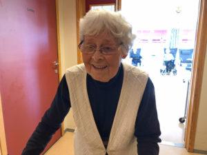 På besøk hos Solveig Horsgård med blomster den 3. mars. Solveig fylte 85 år den 20. februar 2020.