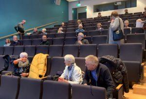 Det var god plass mellom deltakerne på årsmøtet.